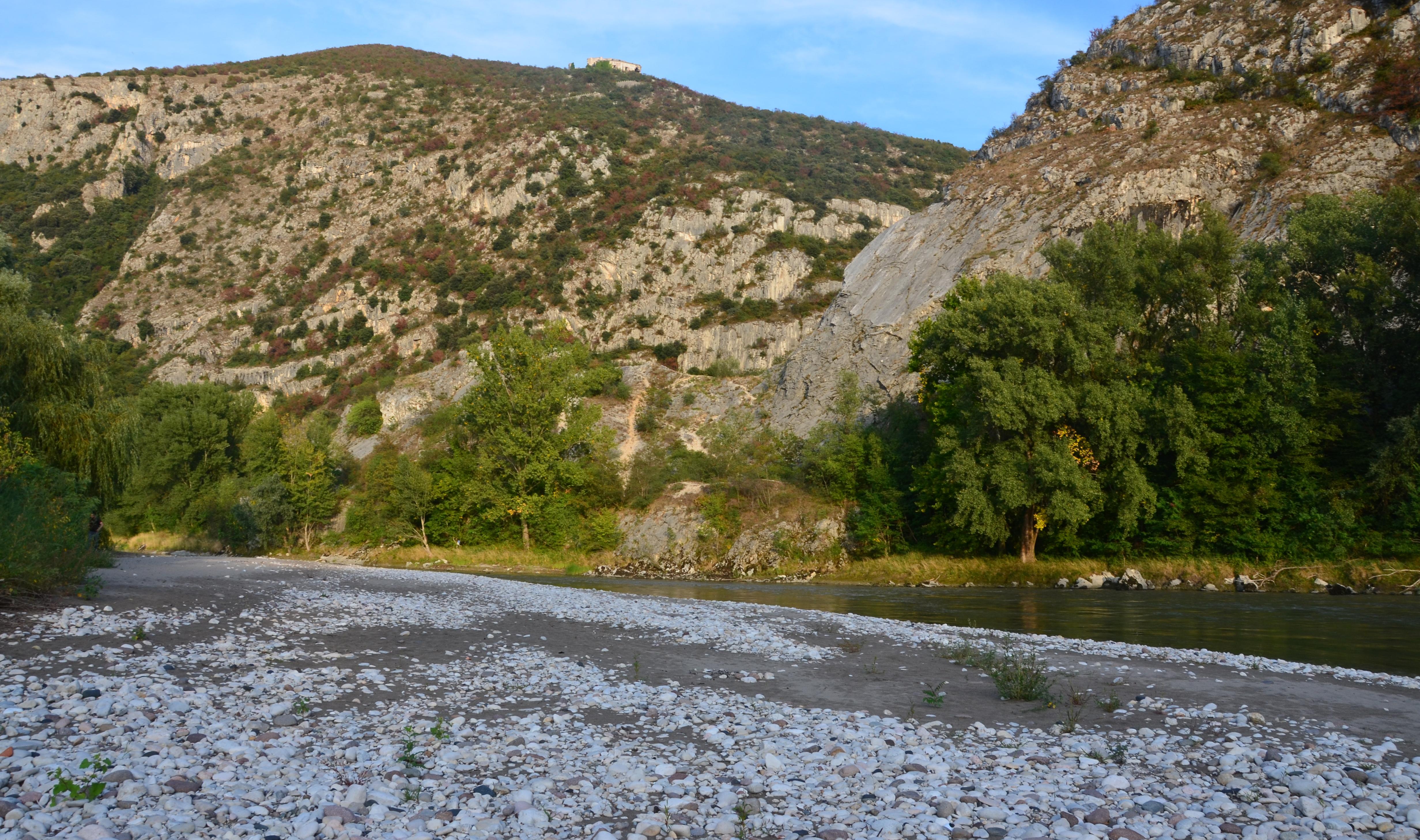 Štěrkový náplav řeky Adige vokolí vesnice Dolcé (provincie Verona, Itálie), (Foto: K.K.)
